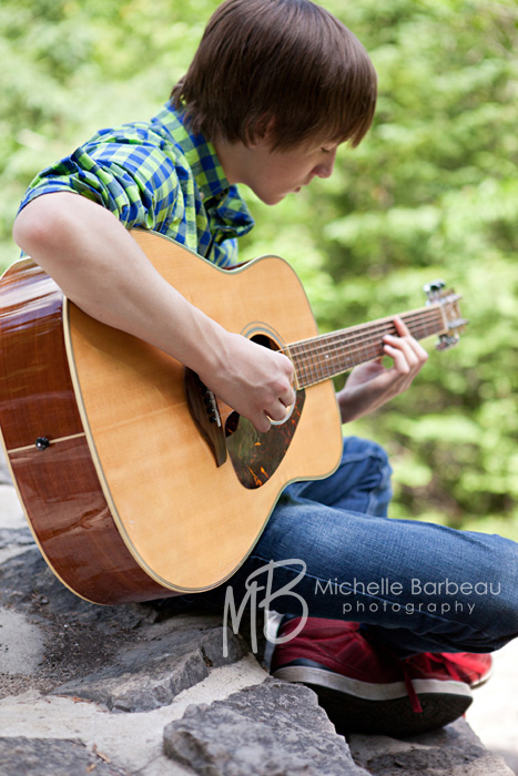 boy_with_guitar